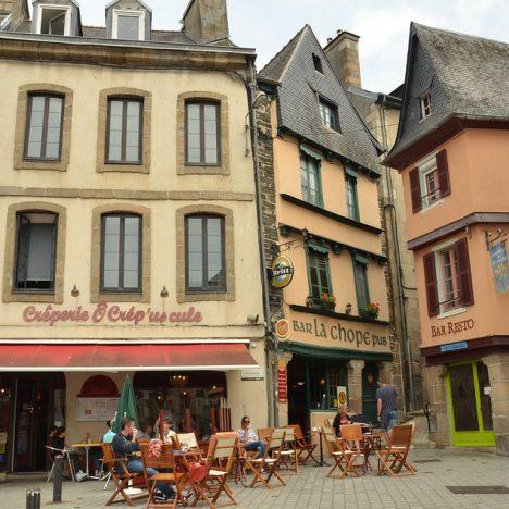 Visiter la vallée des saints en Bretagne