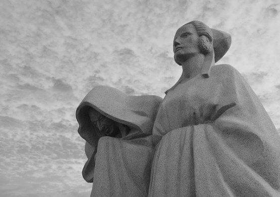 monument-women-3721288_640